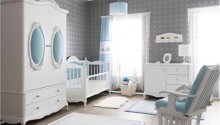 avec quelle couleur assortir le gris dans la chambre unisexe, lit bebe fille à cadre vintage blanc et bleu clair