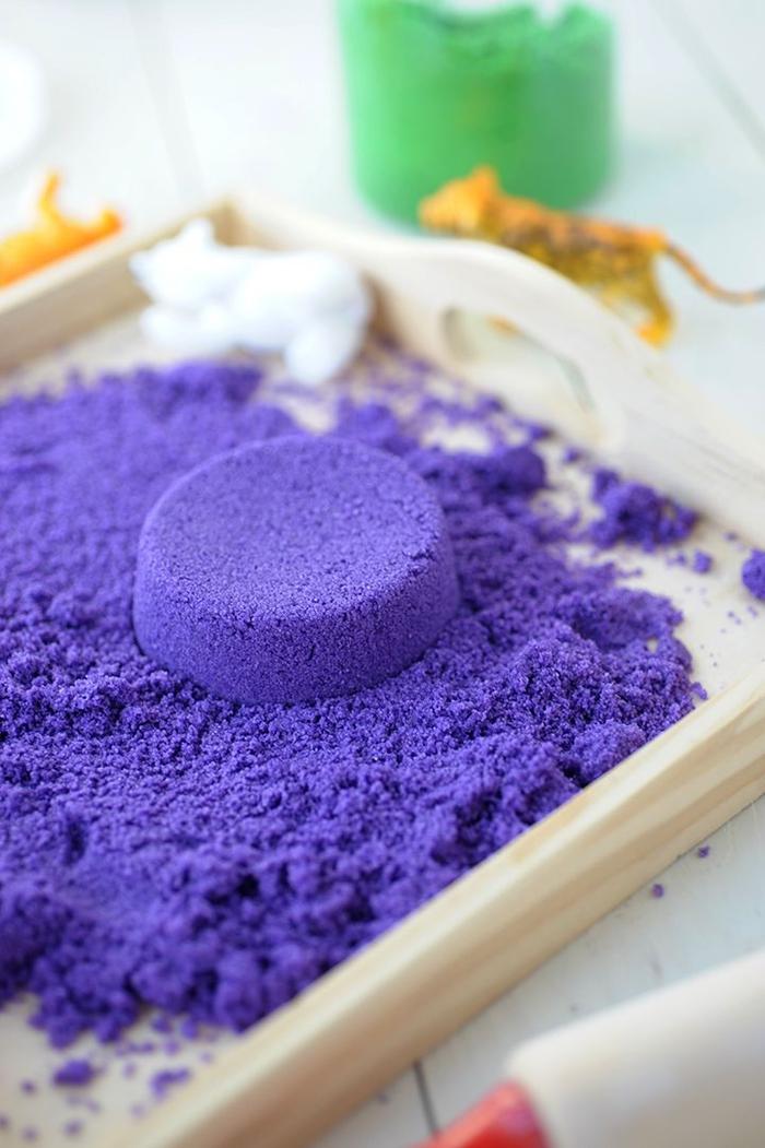 comment faire du sable magique à la maison, idée pour une activité ludique et sensorielle