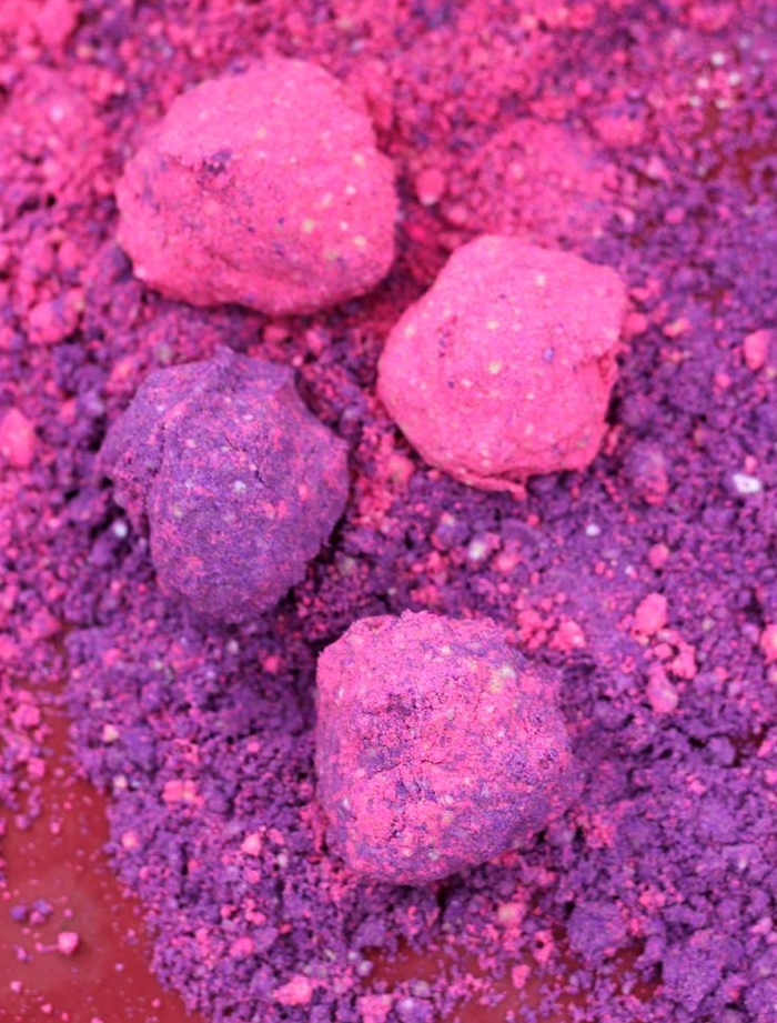 recette de base pour faire du sable kinetic modulable et coloré qui a la texture de la sable naturelle