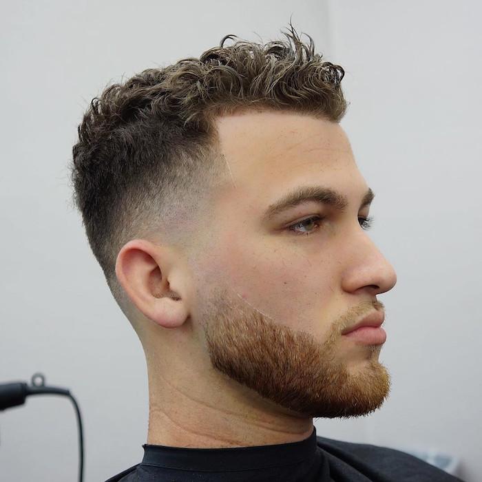 coupe de cheveu homme tendance, modele coiffure a la mode pour cheveux bouclés avec dégradé bas progressif