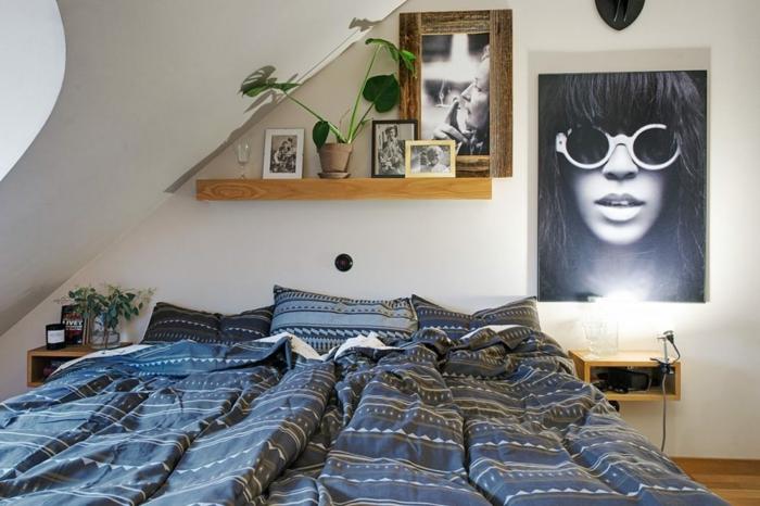 décoration de comble perdu, photo art, rayon de bois au mur gris clair, chevets flottants