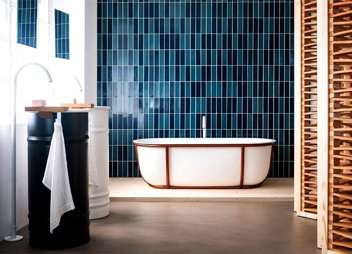 meuble sous lavabo original de style urbain et industriel en blanc et noir mate, cloison amovible en bois clair