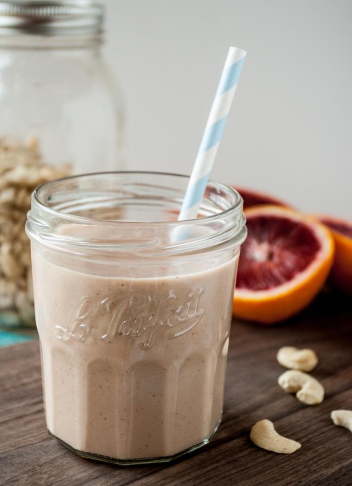 recette vegan petit déjeuner santé, idée pour un smoothie sans lactose aux noix de cajou
