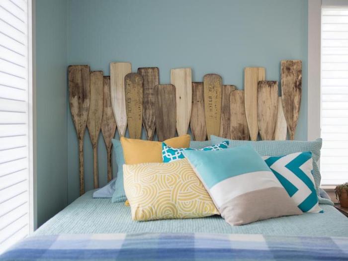 des vieilles rames recyclées assemblées en tête de lit insolite idéale pour la chambre d'ado garçon, idées originales comment fabriquer tete de lit avec des matériaux récupérés