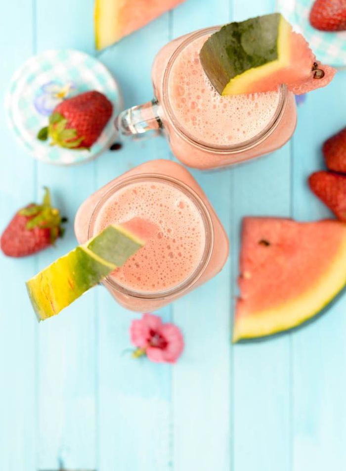 recette smoothie blender aux saveurs de l été, à la pastèque et aux fraises