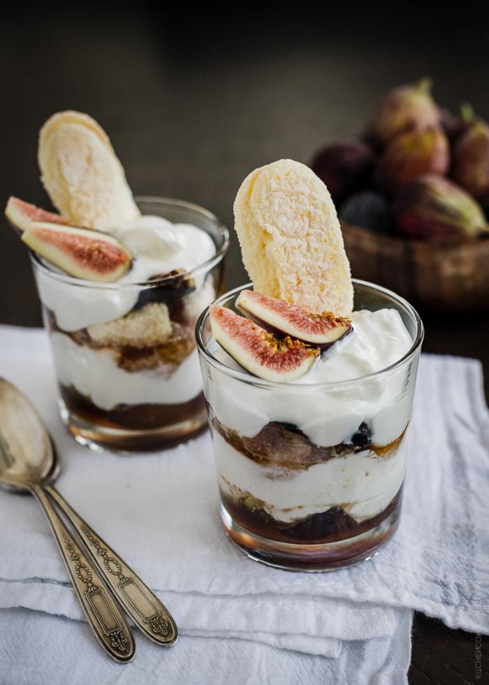 dessert rapide et léger façon verrine de mascarpone, yaourt et figues, petite gourmandise à consommer en fin du repas du soir