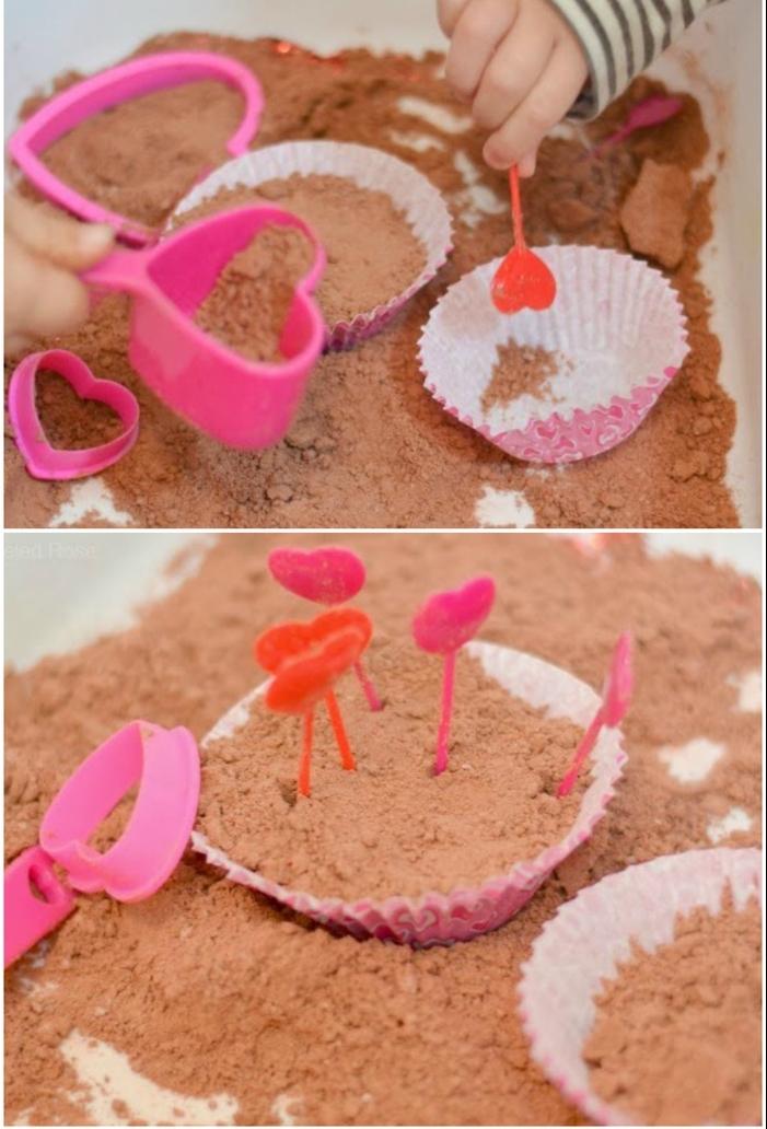 faire des muffins de sable cinétique fait maison parfumé de chocolat, idée pour une activité sensorielle ludique et créative