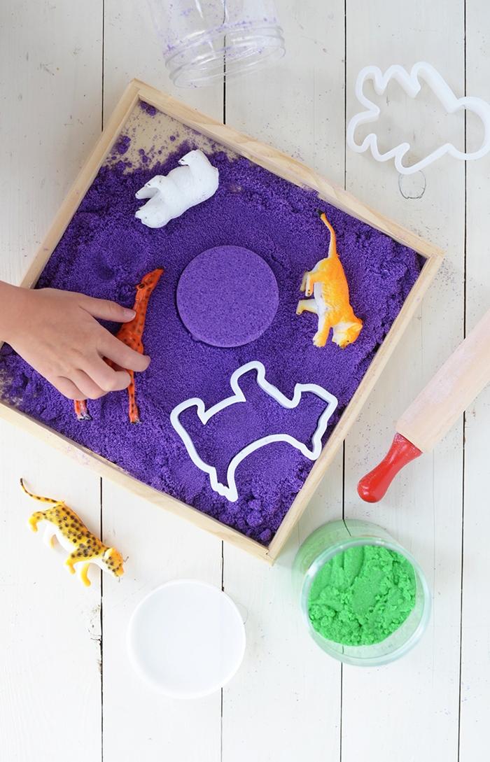 comment faire du sable à modeler coloré aves des ingrédients peu coûteux qu'on a tous à la maison