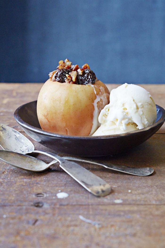 recette de dessert rapide et léger de pomme farcie à la noix de pécan et de fruits secs