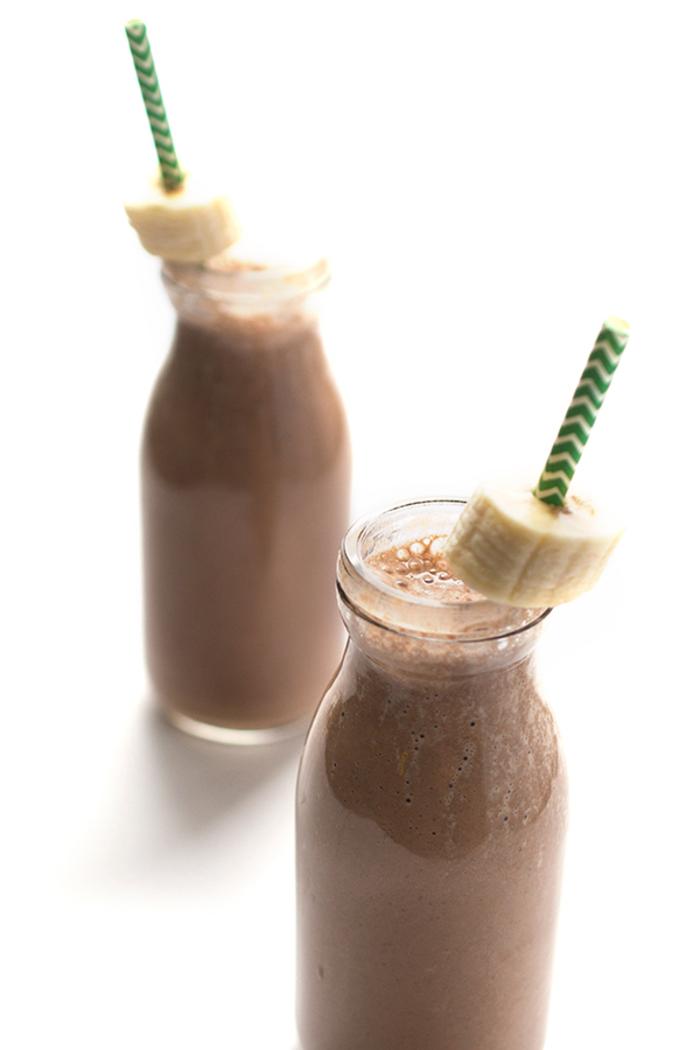 smoothie recette avec protéine en poudre, smoothie protéiné délicieux à la banane, chocolat et café