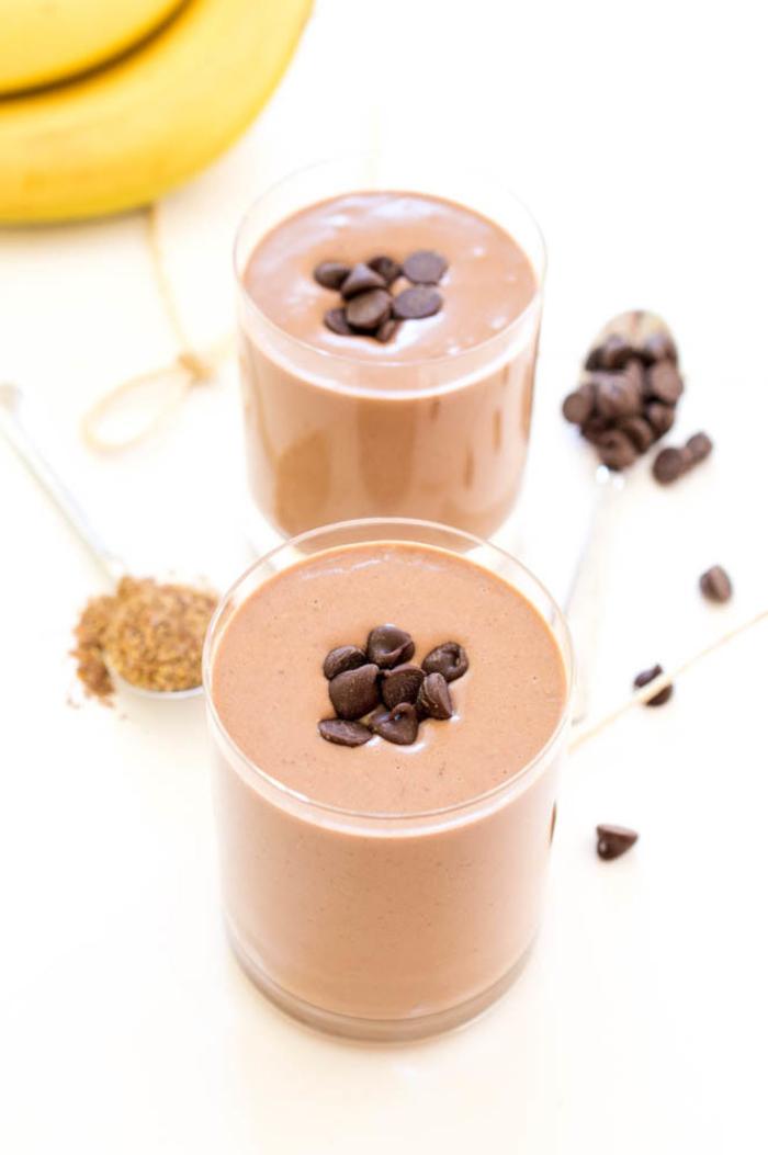petit-déjeuner gourmand mais santé de smoothie recette protéinée au beurre de cacahuète et lait de soja
