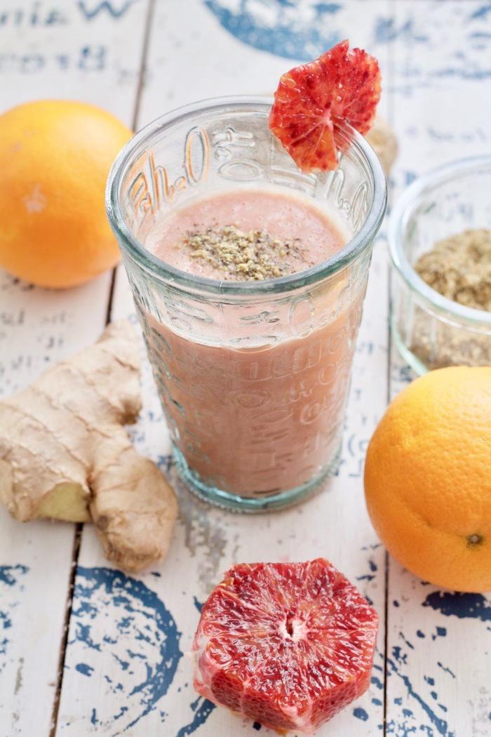 idée pour une boisson vitaminée préparée avec blender, recette smoothie blender à l'orange sanguine et gingembre