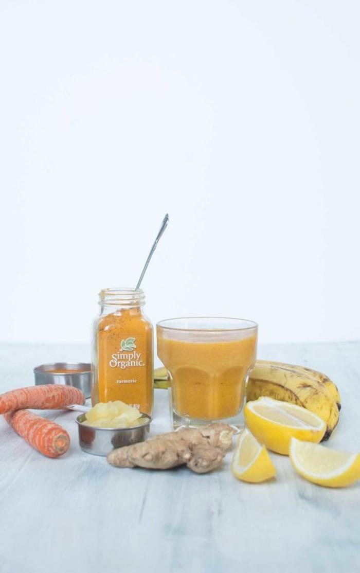recette smoothie anti-rhumé pour renforcer son système immunitaire, smoothie santé à la banane, ananas, carotte et gingembre