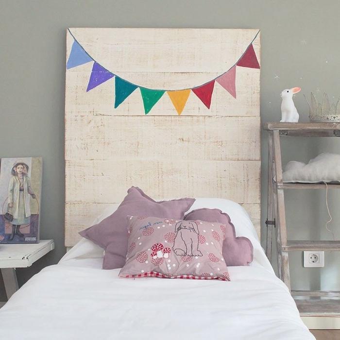 relooking de la chambre d'enfant à petit budget, fabriquer tete de lit en bois pour un joli accent naturel dans la chambre d'enfant