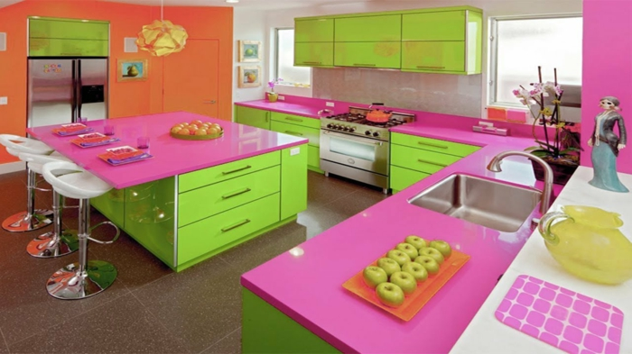 Grand Home Staging Cuisine Multicolore, Couleurs Flashy, Vert Pomme, Fuchsia  Rayonnante, Dalles De