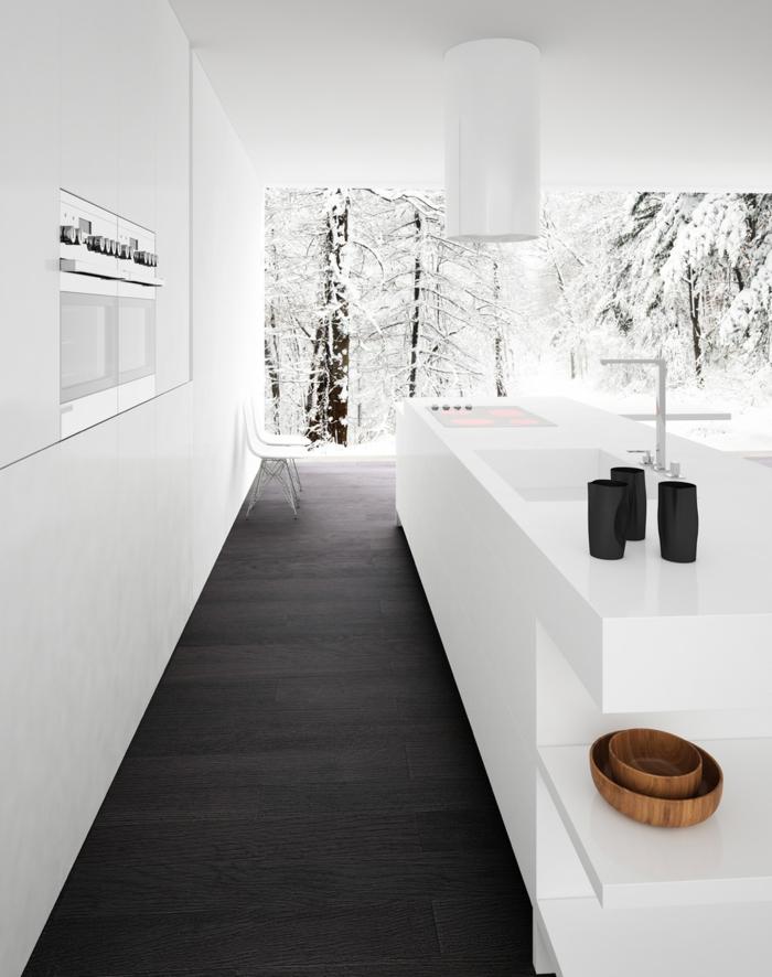 cuisine en noir et blanc, sol en parquet noir, plafond en blanc, repeindre un meuble, repeindre une cuisine, luminaire blanc en forme cylindrique