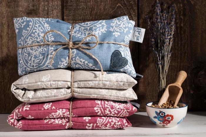 modèle de coussins chauds de lavande pour une thérapie relaxante à la maison, coussins pour les fetes des grands meres