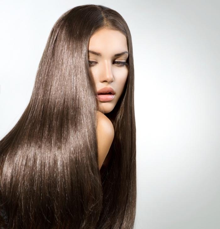 couleur de cheveux tendance naturelle de nuance châtain foncé, conseils et soins beauté pour avoir cheveux sains marron