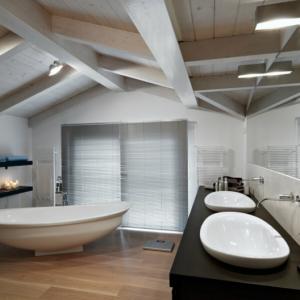 La salle de bain mansardée en 79 photographies d'intérieurs magnifiques