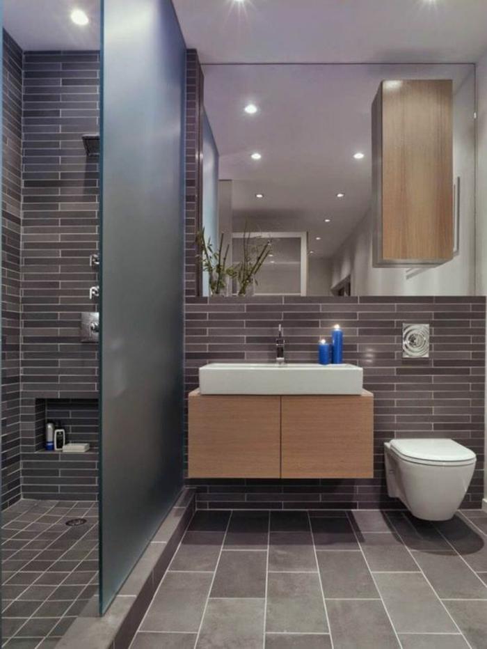 ide carrelage salle de bain en marron et taupe grandes et petites dalles et des
