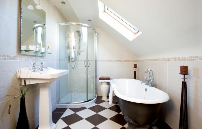 cabine de douche en angle, carrelage damier, grande baignoire en noir et blanc, vasque sur pied, peinture murale blanche