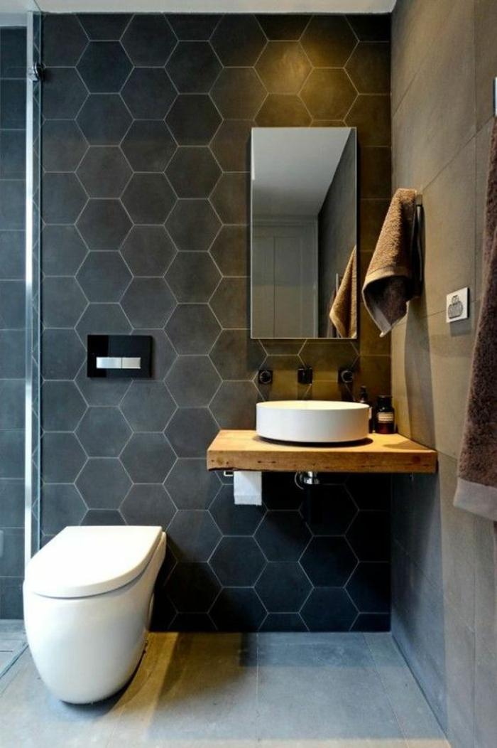 salle de bain italienne petite surface, modele salle de bain, carrelage mural hexagonal en gris anthracite, carrelage sol en gris clair, meuble wc en forme ovale, lavabo rond sur une surface de bois clair, style zen et nature