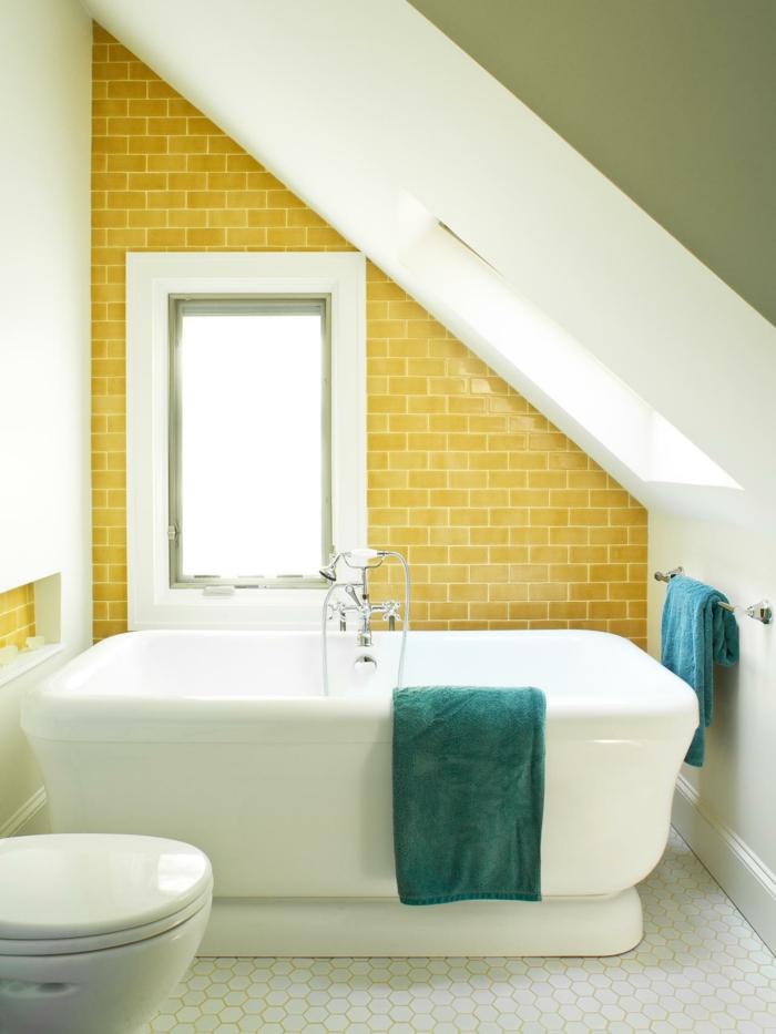 carreaux métro jaunes, baignoire blanche, petite salle de bain, design coquet, robinetterie vintage