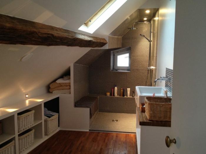 grande poutre en bois, étagère blanche, baquette maçonnée, vasque rectangulaire