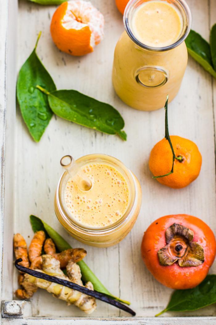 comment faire un smoothie au kaki, mandarine, vanille, gingembre et curcuma, idée pour un smoothie crémeux et naturellement sucré