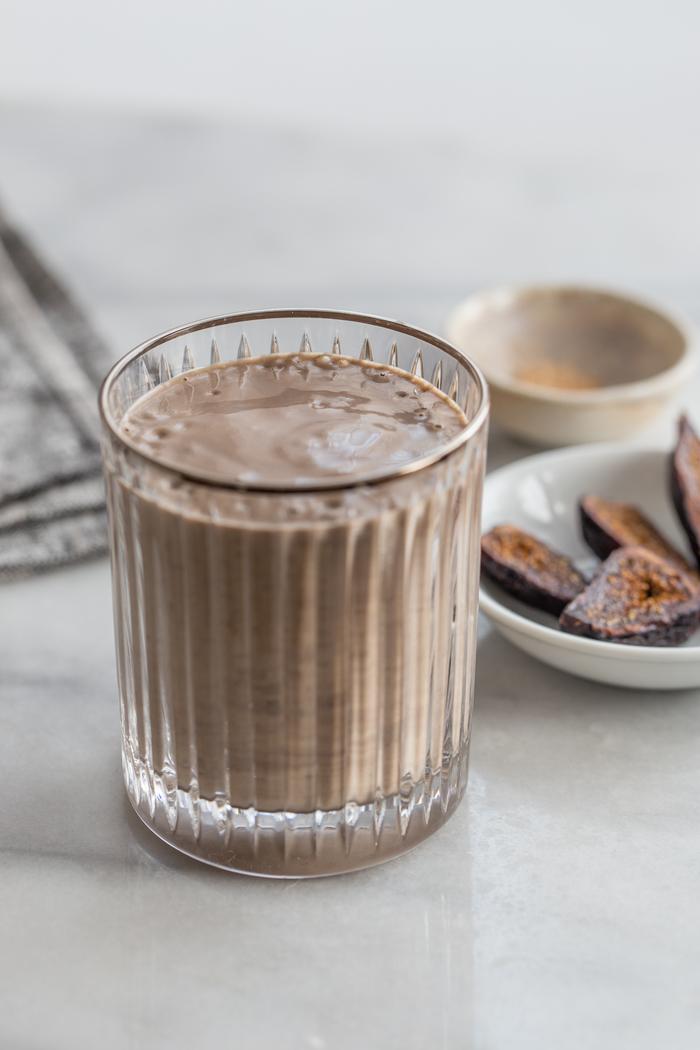 comment faire des smoothies qui fortifient les cheveux, recette miraculeuse de smoothie à la banane, beurre d amande et aux figues