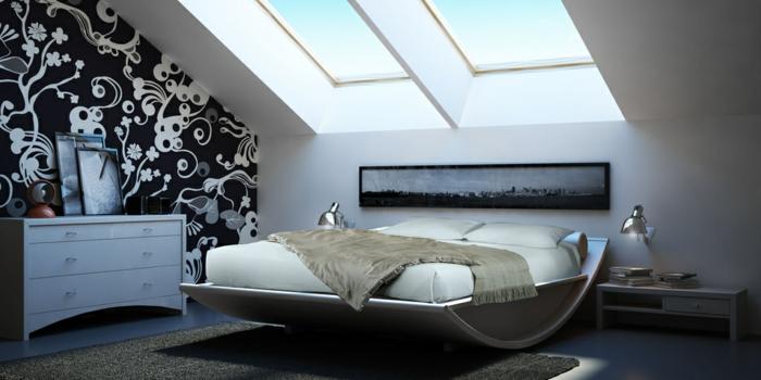 lit original, commode contemporaine, papier peint blanc et noir, grande fenêtre en pente, peinture murale blanche