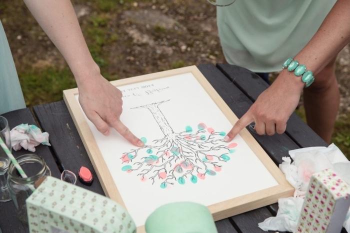 dessin facile a faire sur une feuille blanche avec cadre de bois clair, arbre vierge au feuillage coloré en rose et vert