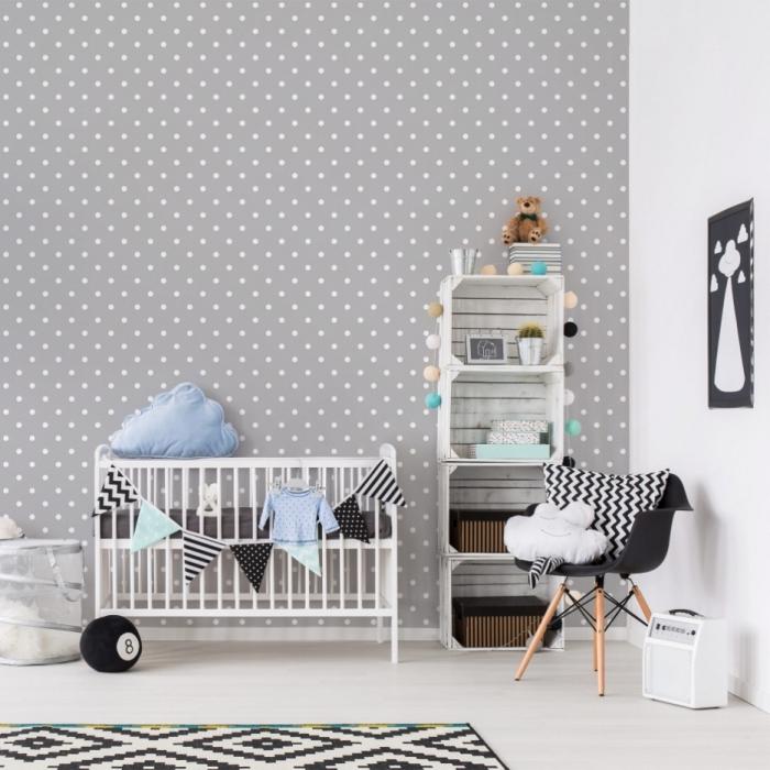 comment aménager la chambre bébé garçon en style scandinave avec objets aux motifs géométriques, tapis et coussins blanc et noir