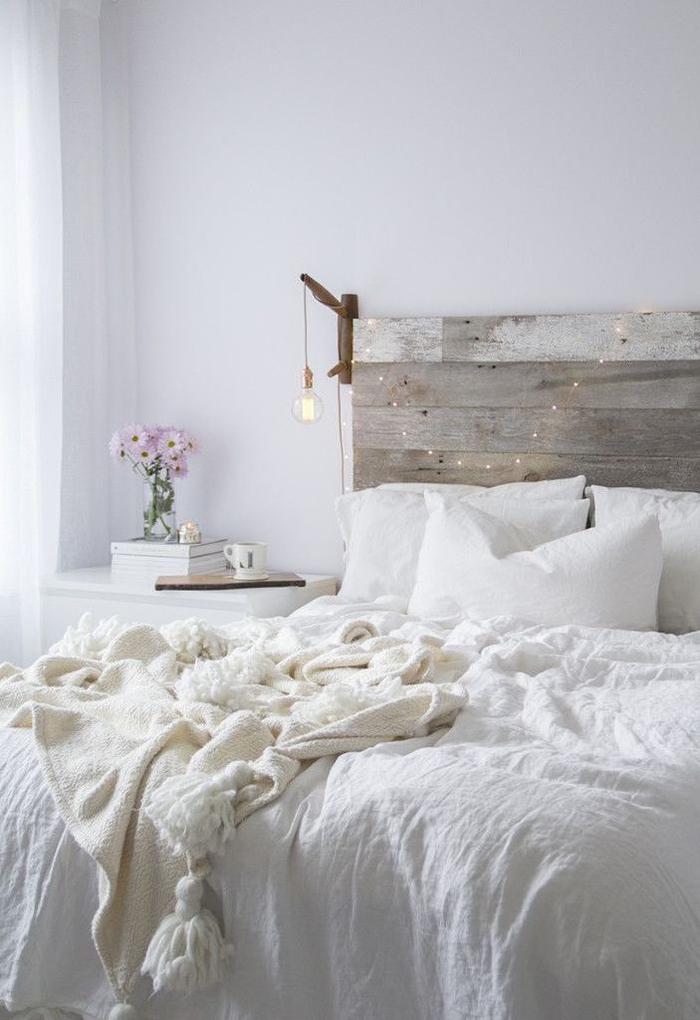 idées déco récup pour personnaliser sa chambre à coucher, comment fabriquer une tete de lit en palette qui s'adapte à tous les styles de déco