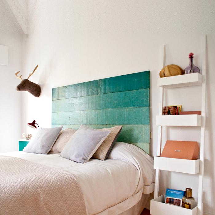 idée originale pour une tete de lit peinture ombré aux nuances de vert pour apporter une touche de fraîcheur dans la chambre ado monochrome