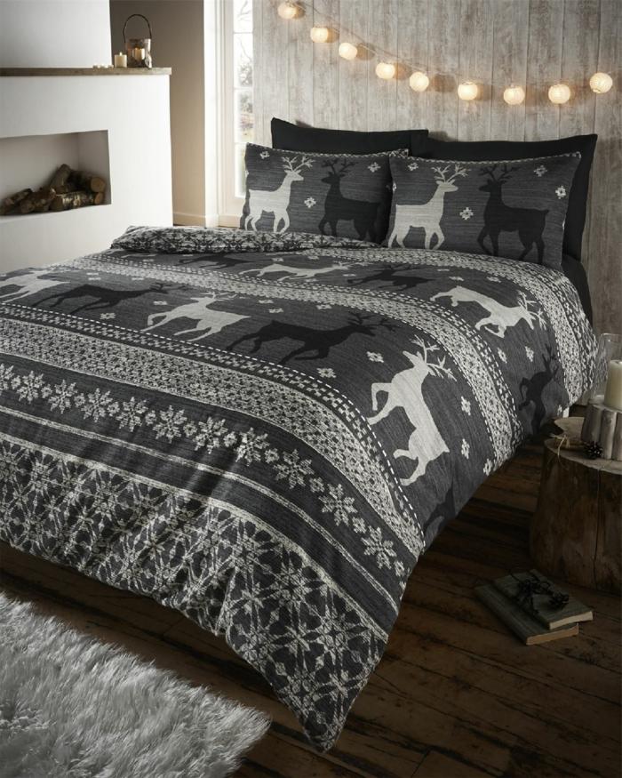 linge de lit gris, lampe lumineuse, cheminée murale décorative