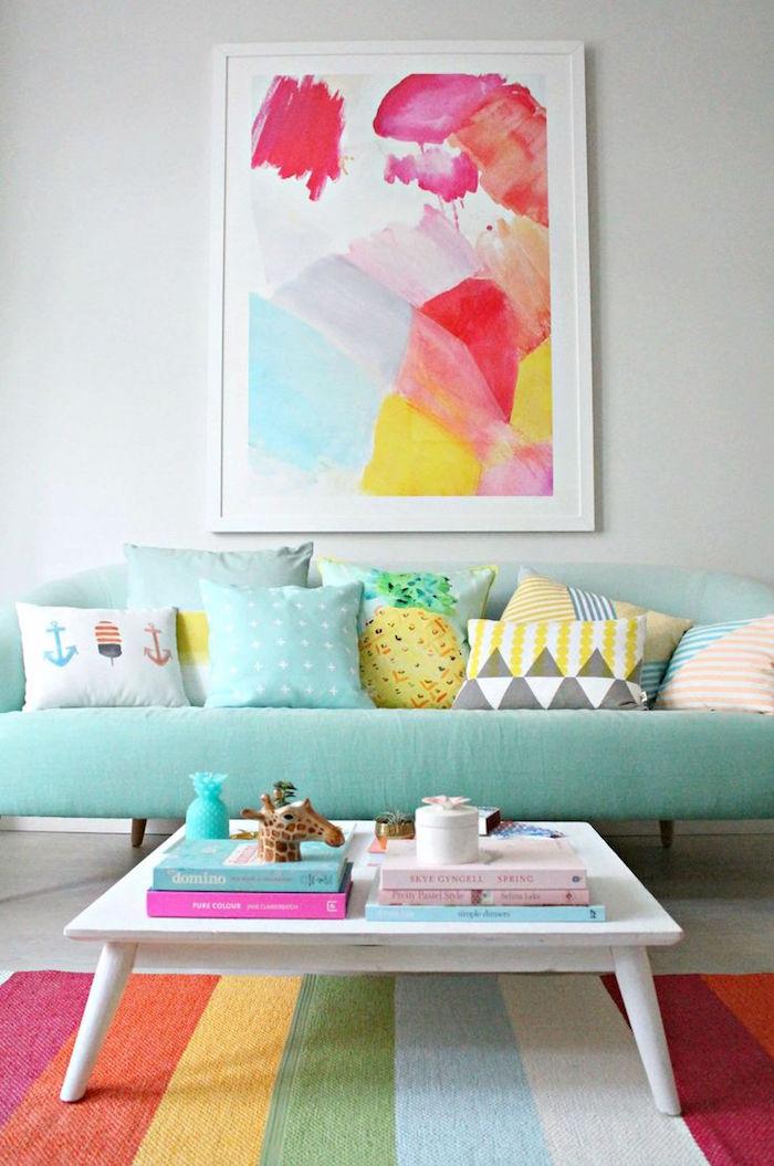 déco de salon couleurs pastel, décoration de salon avec tableau couleur vive