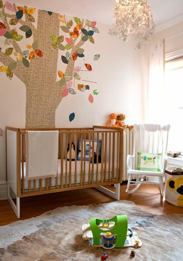 cadre chambre bébé, deco chambre fille, decoration chambre enfant, application murale en tissu de lin avec des branches et des feuilles multicolores, lustre chambre avec des papillons blancs pendants
