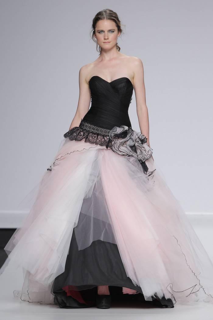 createur robe de mariée noir et blanc originale, tenue femme mariage couleur