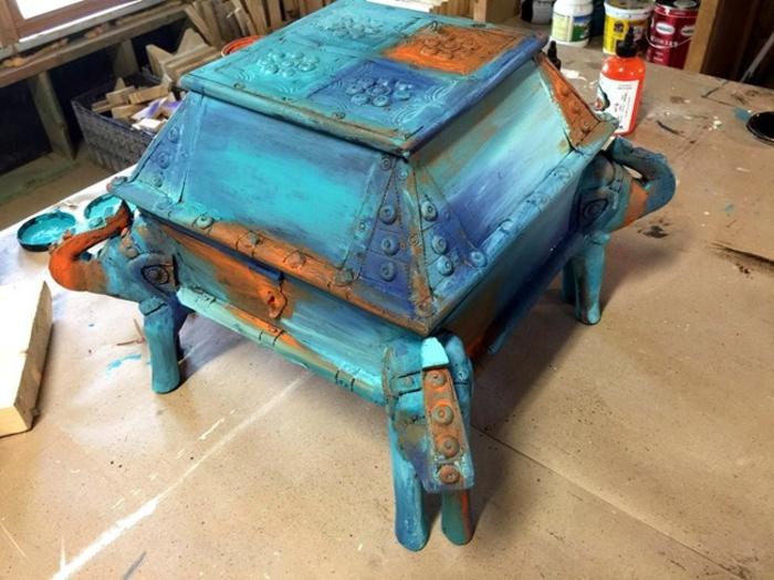 comment faire le bermuda blending, relooker un meuble avec bleu et orange