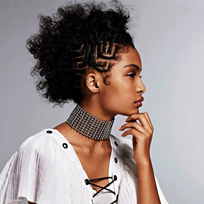 Coiffure africaine coiffure afro femme jolie coiffure avec petits tresses arficaines et cheveux à coté
