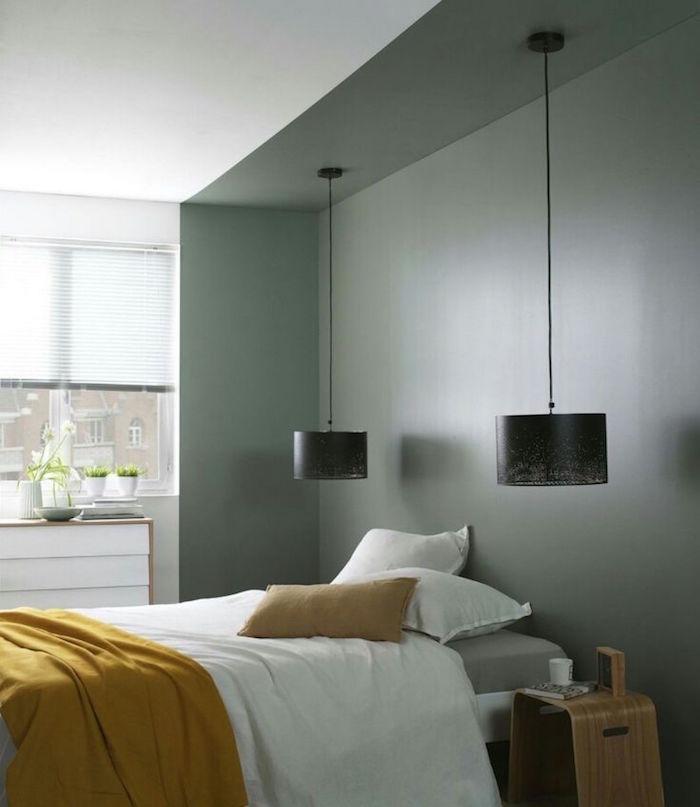 exemple d idée peinture chambre adulte, lampe suspendue pour chambre à coucher, peindre les murs en vers kaki