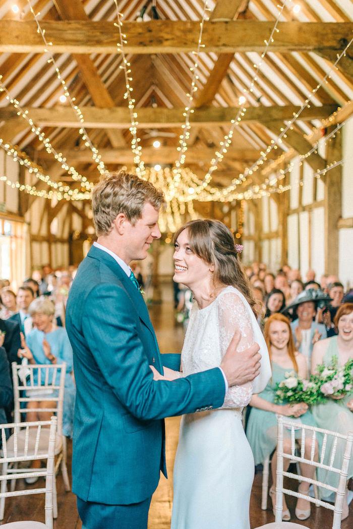 Amoureuse couple robe de mariée bohème chic robe mariage champetre mariée heureuse photo de femme souriante