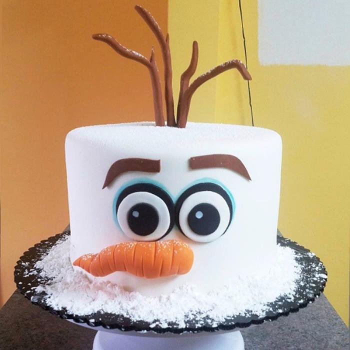 un gateau d anniversaire olaf idéal pour fêter un anniversaire d'enfant sur thème royaume des neiges