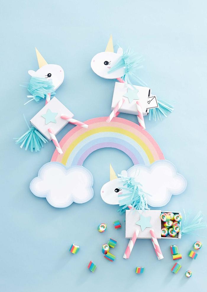 idée pour un chouette objet licorne à réaliser soi-même, des mini-boîtes de cadeaux d'invités licorne réalisées en carton