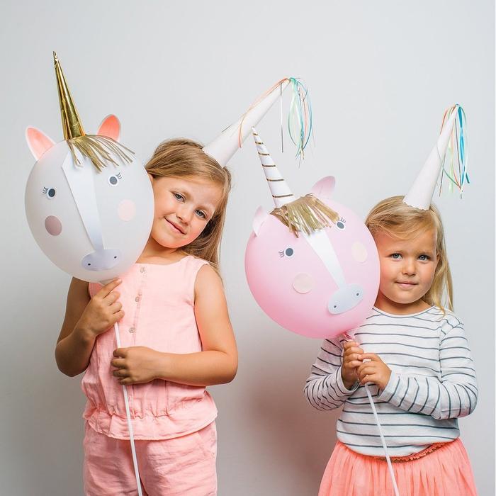 idées déco féerique pour un anniversaire theme licorne avec des ballons personnalisés façon tête de licorne