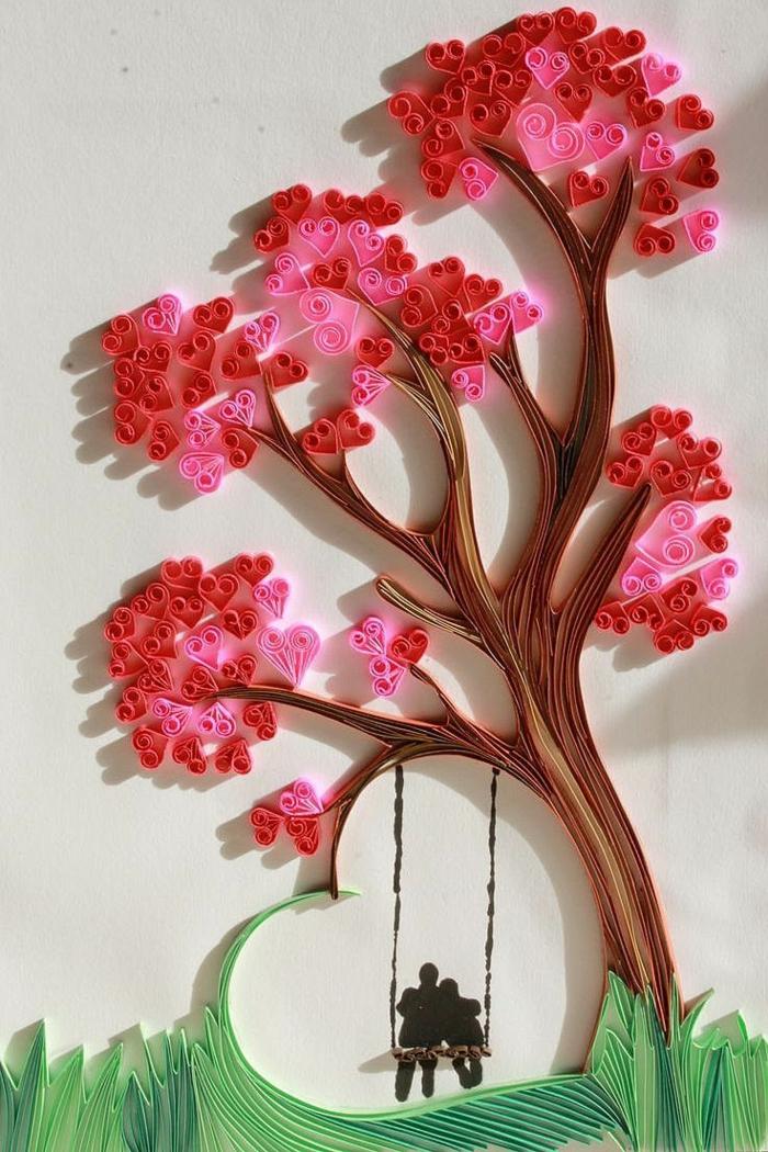 arbre en filigranes faciles, feuilles roses et un berceau avec deux amoureux