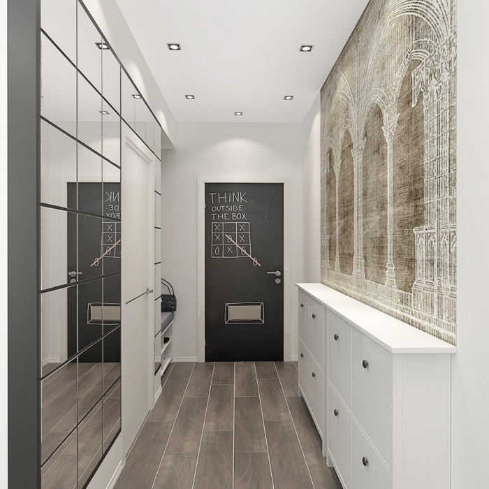 exemple comment decorer un couloir avec garde robe aux portes miroir et une peinture ardoise sur la porte