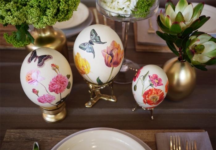 idée comment arranger la table pour la fête des paques de 2018 avec plantes vertes et ustensiles de table dorés