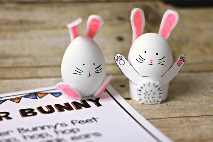 comment faire une déco des oeufs à coquilles blanches avec papier et tissu, oeufs en forme de lapins blanc et rose